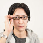 目の花粉症対策、メガネでかゆみ軽減?普通のメガネも効果あり?