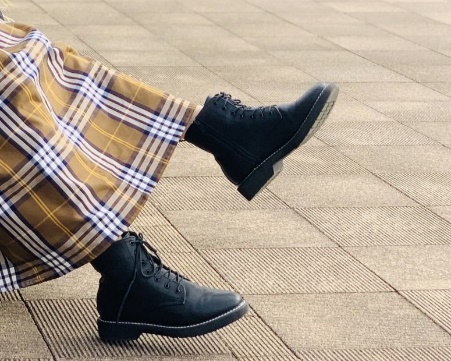 ブーツの臭いを簡単に消す方法!臭いの原因から対策、もう座敷は怖くない1