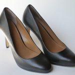 パンプスの臭いが気になる!洗えない靴の臭いを簡単に消す方法